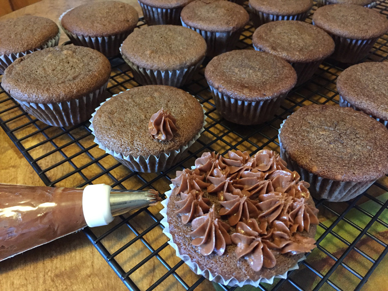 Bev Shaffer - Did Someone Say Chocolate - Decorating Cupcakes